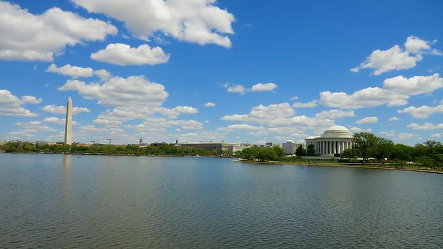 Washington D.C. - Tidal Basin with Thomas-Jefferson-Memorial (right) & George-Washington-Monument (left)