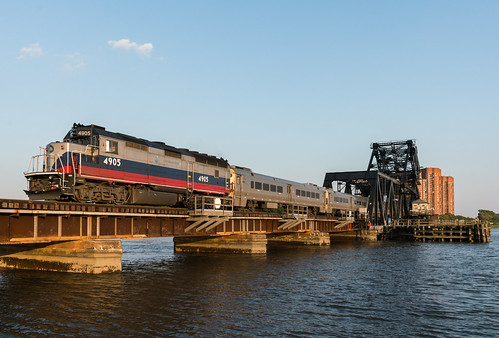 metronorth westofhudson woh hackensackriver rutherford meadowlands meadows hx hxdrawbridge bridge eastbound sunset goldenhour passenger passengertrain commuter commutertrain gp40fh2m mncw4905 mncw train railroad railway river newjersey hobokendivision nj bergencounty