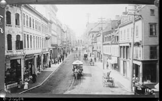 Horse-drawn streetcar, St. John Street, Québec, Quebec / Tramway tiré par des chevaux, rue St John, Québec (Québec)