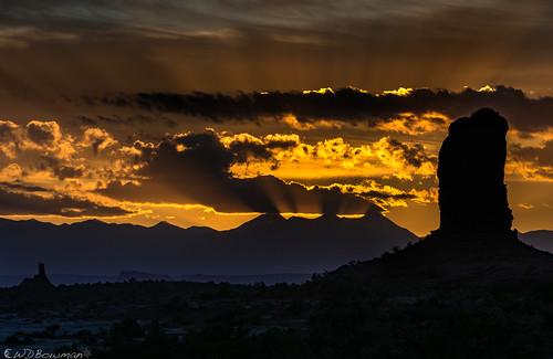 sunrise crepuscularrays mazedistrict canyonlandsnationalpark utah lasalmountains mantilasalmountains lightbliss publiclandsforpublicuse