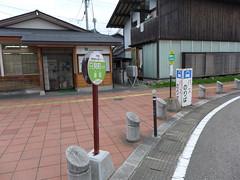駅前のバス停(只見町行、昭和村行)