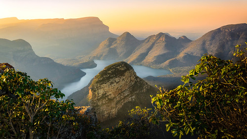 africa goldenhour landscape sunset canyon threerondavels moody viewpoint rocks warmlight panoramic kruger river reserve hiking southafrica nobody blyderivercanyon nature cliff mountain afrique montagne paysage south