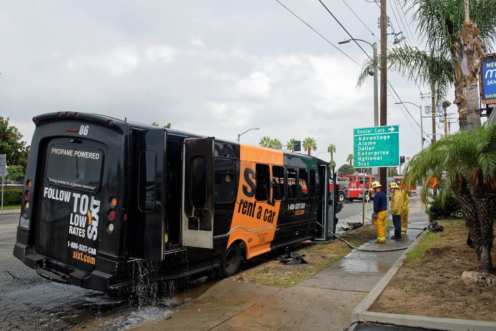 Lax Area Car Rental Shuttle Erupts In Flames Westchester Flickr