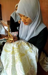 Menulis batik   by lajwania