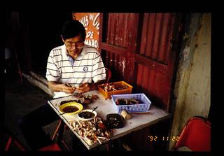 Boiled Crab At Popular Rastrant = 庶民の店で食べるゆでガニ