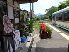 湯野上温泉駅に設置されている「大川まあや」の等身大POP