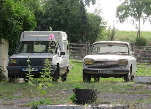 Renault Express and Peugeot 204 | by Spottedlaurel