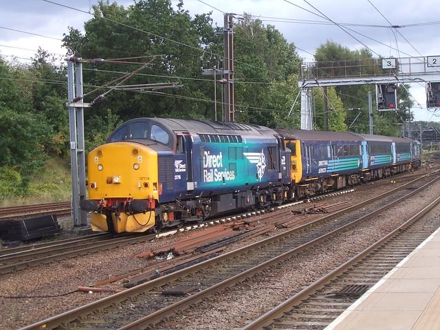 37 716 hauls the Mk2 short set into Norwich Station.