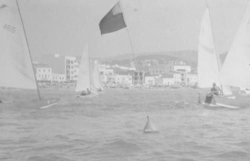 Regata del 1968 al primer varador del CNC, davant la confraria de pescadors.