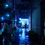 夜の青い街角