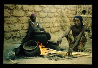 Preparation For Dinner By Flani Tribe In Sudan Sabanna = フラニ属の夕餉の準備