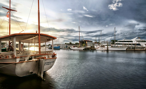 tarpon springs florida usa gulf coast west sponge fishing docks greek american st saint nicholas sailors fishermen patron sony a6300 smooth reflection app 1018mm seascape sunset pinellas county anclote river boat ship bay water sky