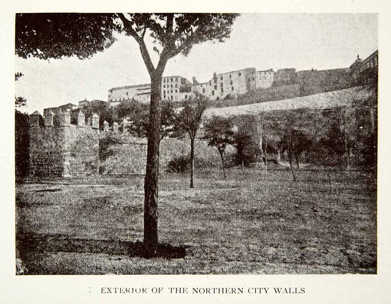 Murallas junto al Hostal del Cardenal y Paseo de Recaredo. Publicada en 1907 en un libro de A. F. Calvert