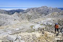 Sierra de Juan de la Cuadra y al fondo el Macizo Oriental o de Ándara