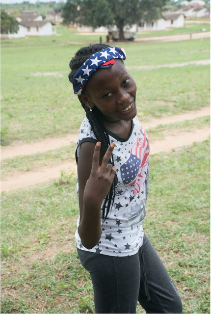 Girl -victory sign-1