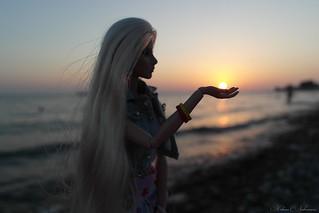 The sun is in my palm | by kiharunakamura