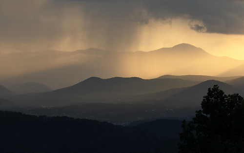 westernnorthcarolina pisgah blueridge appalachians mountains sunset rain layers summer misty canon70200f28isl canon7dmkii