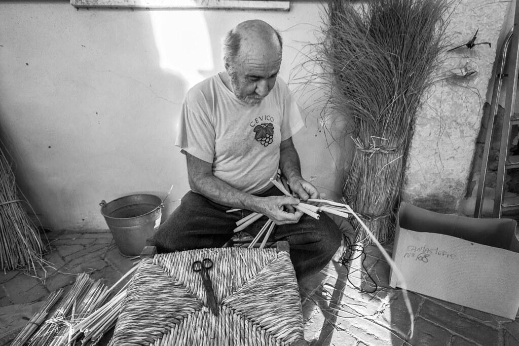 Impagliatura Sedie Emilia Romagna.Comacchio Antichi Mestieri L Impagliatore Di Sedie El C Flickr