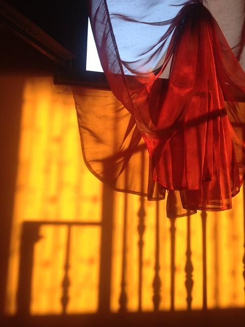 Ombre a righe e drappeggi ondulati