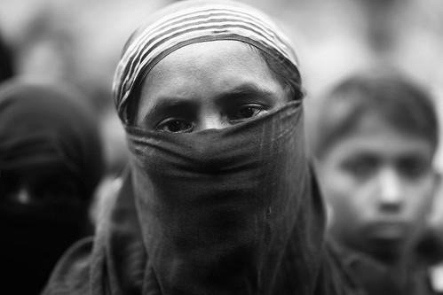 woman burqa rohingya refugee niqab hijab exodus genocide ethniccleansing portrait street refugeecamp coxsbazaar bangladesh carwindow light reportage photojournalism rohingyagenocide saverohingya crimesagainsthumanity