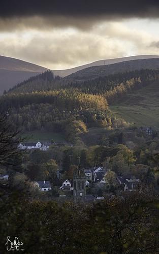 peebles scotland scottishborders tweeddale peeblesshire autumn church trees dusk sunset cademuir hill hills theoldparishchurchofpeebles