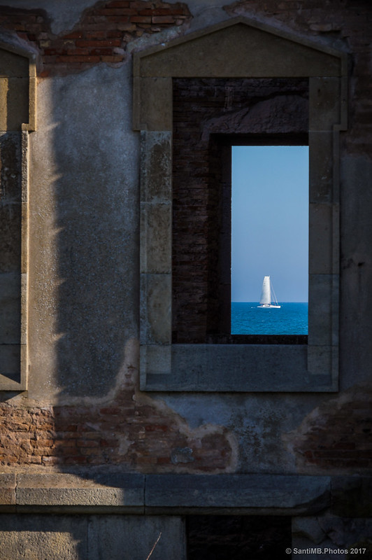A través de las ventanas