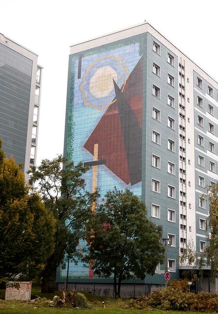 1997 Berlin Polis Wandbild von Haralampi G. Oroschakoff Keramikfliesen Märkische Allee 226 im Quartier Marzahner Promenade in 12679 Marzahn