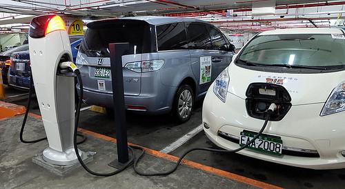 圖02.台灣不僅公共充電站少,還會發生充電停車位被一般汽車占用的窘狀。