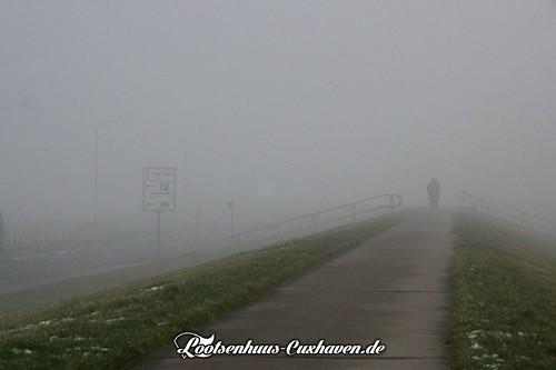 Dichter (See) Nebel am Deich im Fährhafen in Cuxhaven | by Stilkollektiv