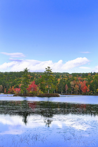 moose pond bridgton maine water reflection clouds sky blue fall autumn foliage leaves trees forest nature landscape lake canon new england