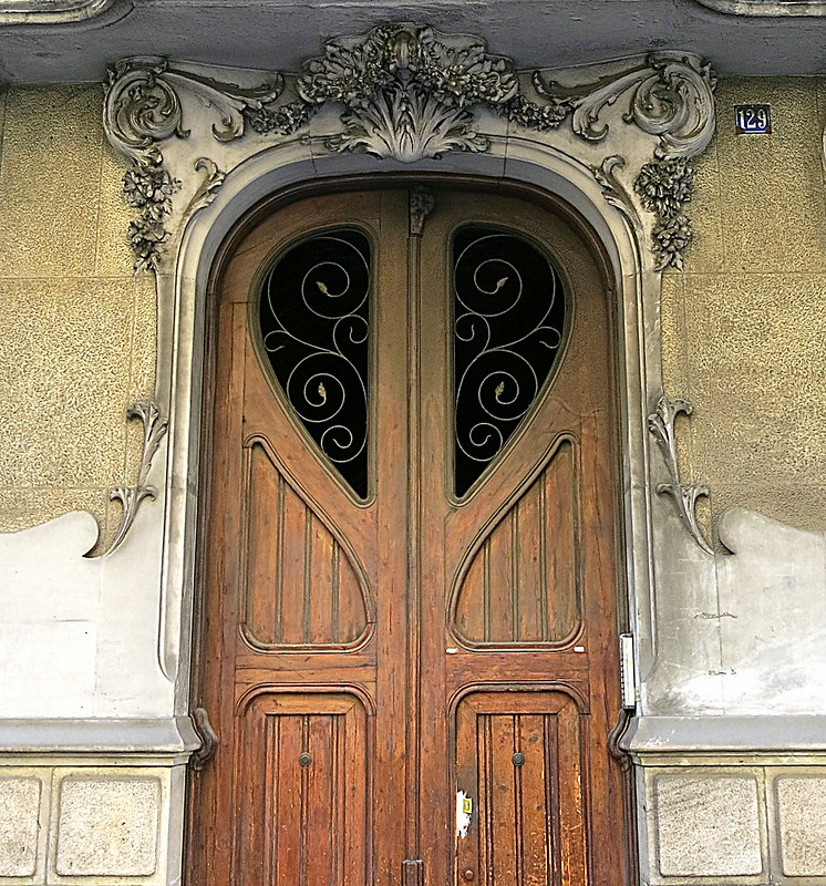 Ogees abounding: A doorway in Barcelona