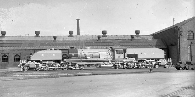 Africa Railways - Rhodesia Railways 15th Class 4-6-4+4-6-4 Beyer Garratt type steam locomotive Nr. 403 (Beyer Peacock Locomotive Works, Manchester-Gorton 7355 / 1950)