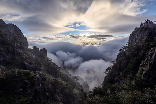china autumn huangshanshi anhuisheng cn granite peaks trees dwarfpines people seaofclouds mists sunrise