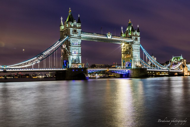 Tower bridge - London.