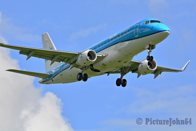 KL1200 KLM Embraer 175 (PH-EXK) arriving from Stavanger at Schiphol Amsterdam