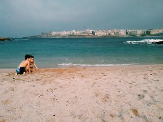 Playa a mediados de octubre. Fotos de domingo 2017. 42/53. #fotosdedomingo_2017 #beach #riazor #Coruña #autumn #october #ocean #phonephoto #photography | by treboada