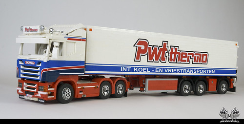 Scania R580 PWT in Lego (1:17, RC Controlled)