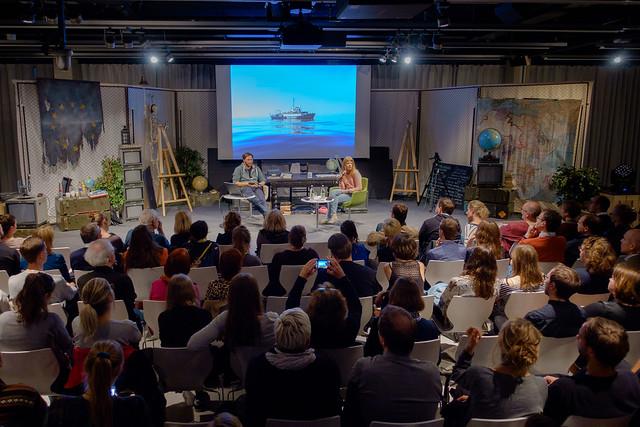Ruben Neugebauer (Sprecher Sea Watch e.V., Aktivist und Fotojournalist), Alexandra Wolf (Programmleitung re:publica) Foto: stephan-roehl.de