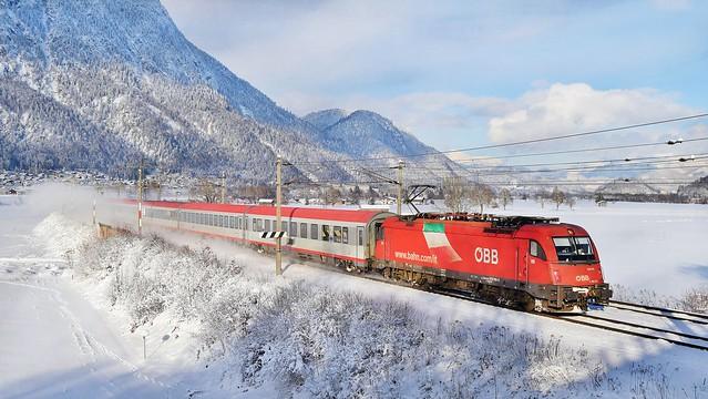 OBB Taurus Locomotive_EC89_Langkempfen, Austria_060117_01