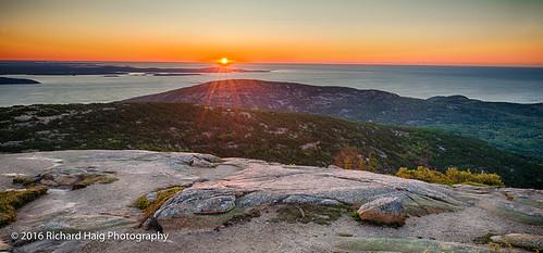 acadianationalpark barharbor sunrise atlanticocean mountdesertisland nikonnikkor1424mmf28 mountains nationalpark me mdi nikond800 cadillacmountain maine gitzotripod rocks