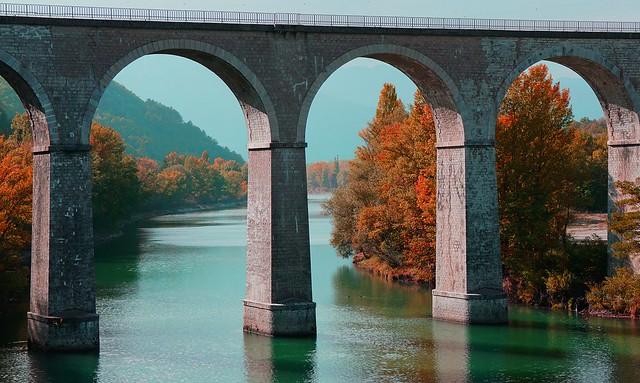 Sisteron, ambiance automnale au Pont sur le Buech
