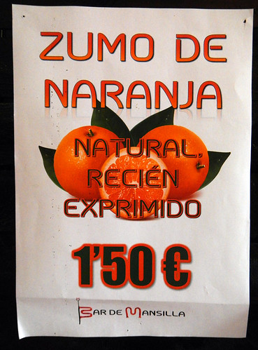 Fresh-squeezed 'zumo de naranja' (orange juice) in Mansilla de la Sierra in Spain