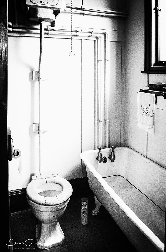 1950s Style Back To Back House Toilet Bath 1950 S Style Flickr