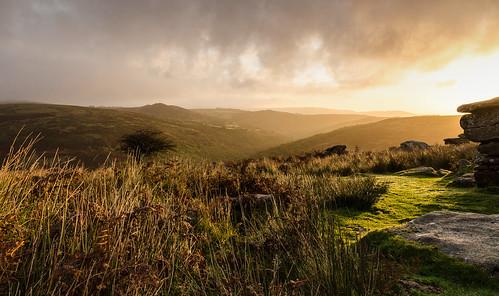 dartmoor combestonetor dawn sunrise contrejour southwest westcountry park nationalpark