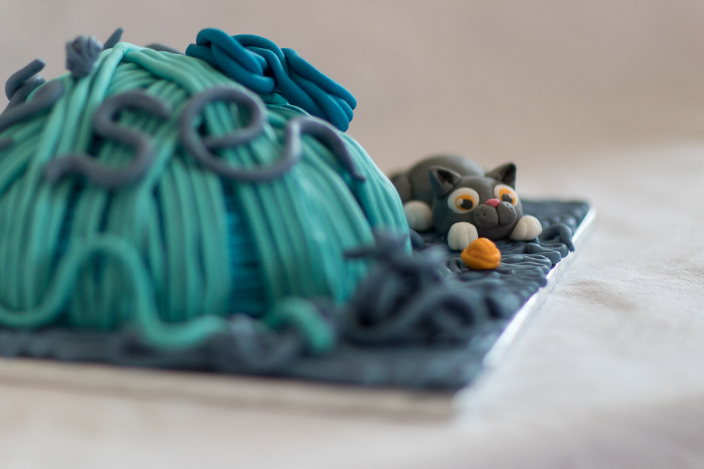 Cat And Yarn Cake