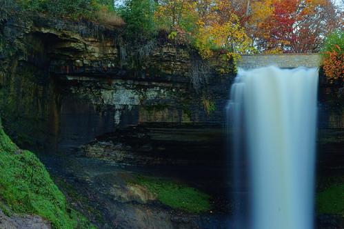htmt treemendous waterfall longexposure minnesota autumnsplendor fallcolors rocks