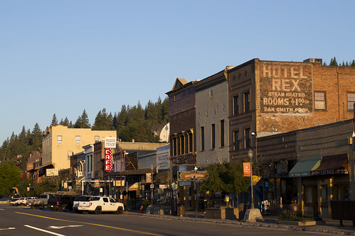 truckee california sunrise commercial buildings
