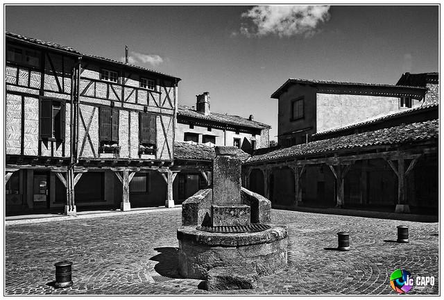 Lautrec :Place du village