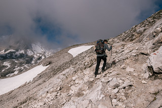 Hiking on the gravel field | by knipslog.de