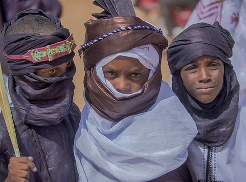 niger tuareg boys friends agadez